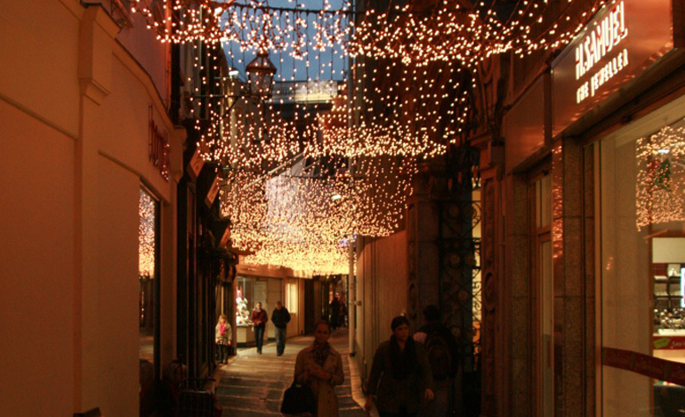 christmas-lights-curtains