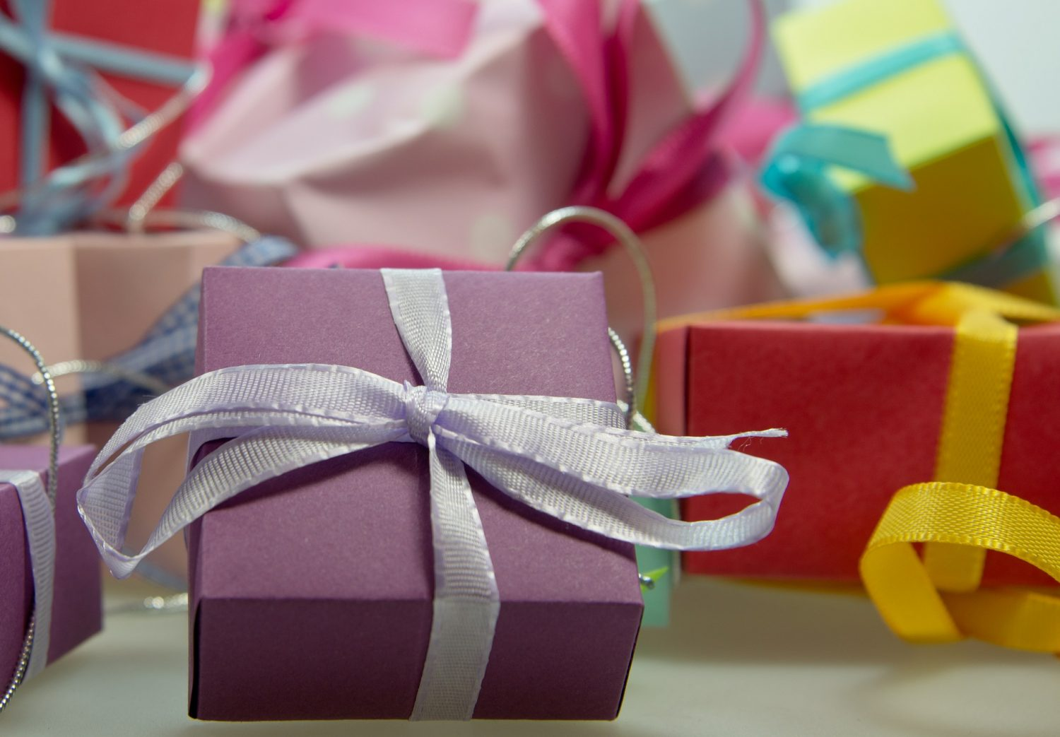 Guide to making a Christmas Care Package for Friends & Family abroad